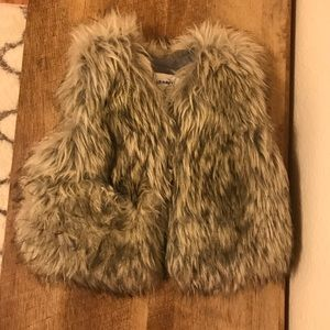 Old Navy Furry Vest Size 12 to 18 Month